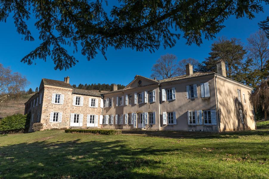 chateaudeponcie-fleurie-beaujolais-maisonsetdomaineshenriot