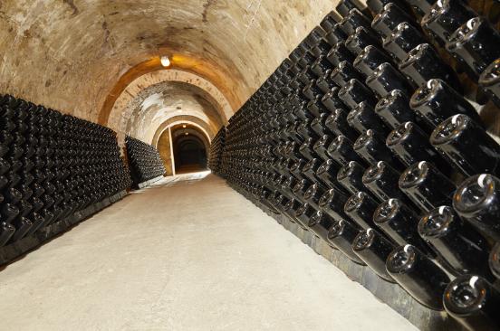 champagnehenriot-cave-reims-entreprisefamiliale-bicentenaire>