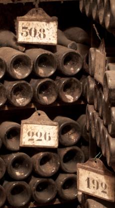 chateaudebeaune-caveduchateau-anciennesbouteilles-collection-bouchardpereetfils